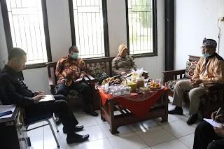 pimpinan DPRD Purwakarta saat berkunjung ke kantor DPMD