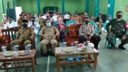 Kepala DPMD, Jaya Pranolo pakai masker hijau bersama unsur TNI-Polri dan masyarakat mensosialisasikan rencana pilkades Agustus 2021 mendatang