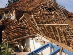 Bangunan PAUD di Haurwangi Mendadak Ambruk Disiang Bolong
