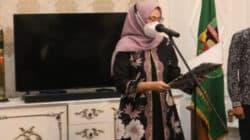 Bupati Purwakarta, Jawa Barat, Anne Ratna Mustika saat memberi pesan pada pelantikan pejabat eselon 2 dan eselon 3 di Bale Nagri
