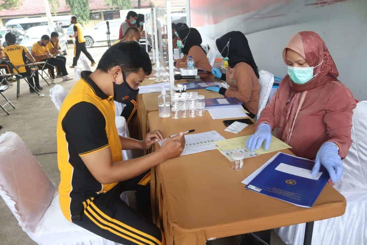 Anggota Polres Purwakarta Melakukan Cek Kesehatan Berkala