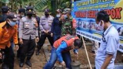 Peletakan batu pertama pembangunan rumah bagi penyandang disabilitas di Desa Sukamahi, Kecamatan Sukaresmi, Kabupaten Cianjur, Jawa Barat
