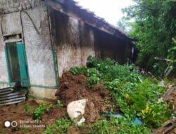 Rumah Milik Warga Sukanagara Terseret Tanah Longsor Sejauh 2 Meter