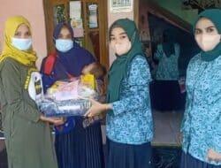 PKK Desa Nanggalamekar Bagikan Paket Sembako Pada 30 Orang Balita Penderita Stunting
