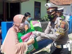 Polres Purwakarta Bagikan Ratusan Paket Sembako Selama PPKM Darurat