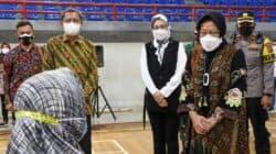 Mensos Tri Risma ke Purwakarta Salurkan Bantuan Beras 15 Ton Untuk Warga Terdampak PPKM